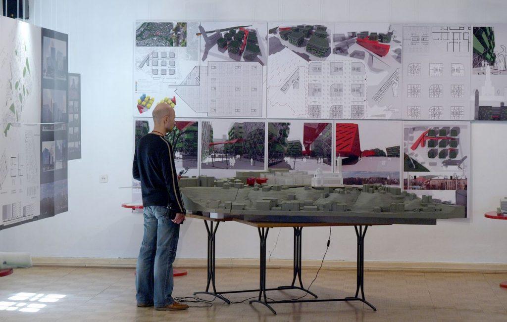 """Prieš 12 metų bendrovės """"Nuova 5"""" surengtame gamyklos """"Banga"""" konversijos architektūros idėjų konkurse senuosius korpusus buvo siūloma griauti, kad pasiekti architektūros kokybės. Foto: ©PILOTAS.LT"""