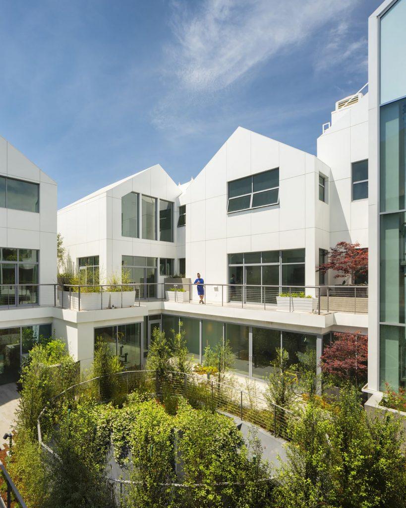 "Namas-sodas Los Andžele (arch. ""MAD Architects""). Foto: Nic Lehoux"