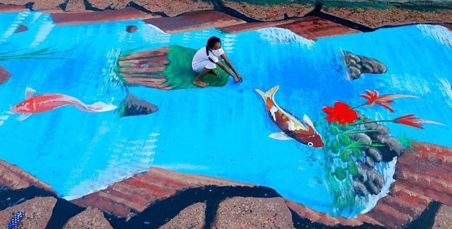 16 menininkų Džakartos pietinėje dalyje nutapė 300 metrų ilgio žydrą erdvinę upę, kuri pakelia nuotaiką bei atkreipia dėmesį į vietos ekologijos problemas. Foto: scmp.com