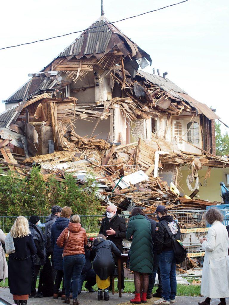Itin brutaliai apgriauta architekto A.Gordevičiaus tarpukariu suprojektuota vila stūkso it paminlas Kauno kultūriniam vandalizmui. Foto: ©PILOTAS.LT