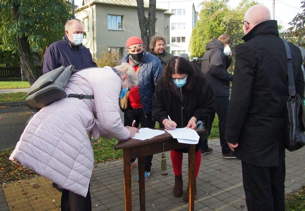 Tarp beveik 200 pasirašiusių peticiją – Perkūno alėjos kaimynai, menininkai, architektai, advokatai ir kiti Kauno inteligentai. Foto: ©PILOTAS.LT