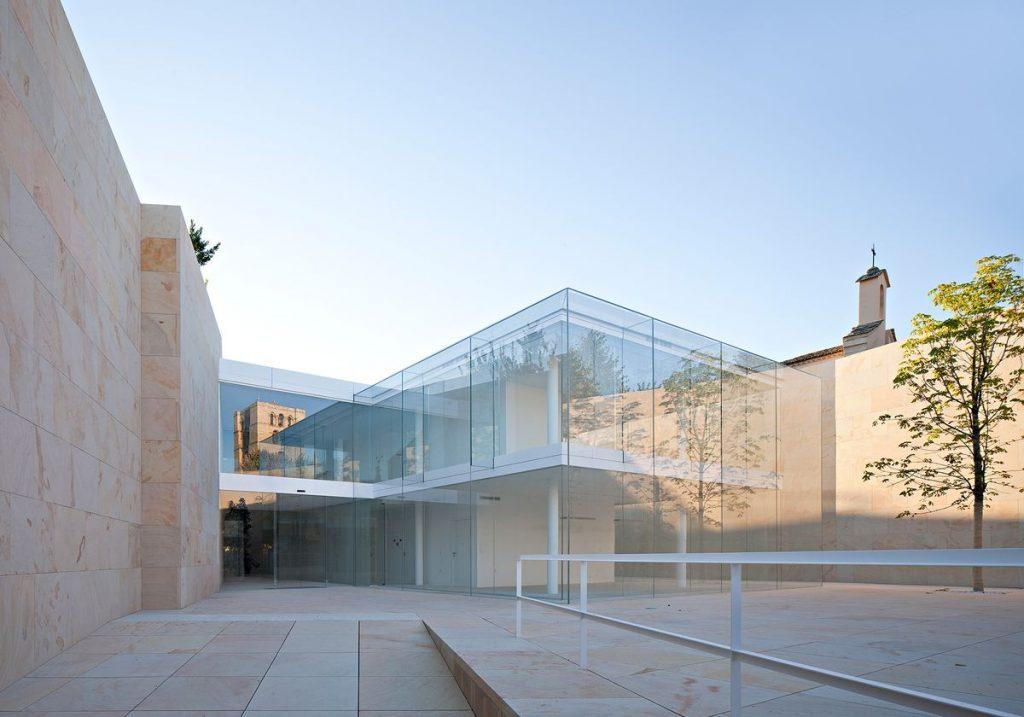 Kastilijos ir Leono regiono vyriausybių būstinė Zamoroje (arch. Alberto Campo Baeza , 2012 m.). Foto: Javier Callejas.