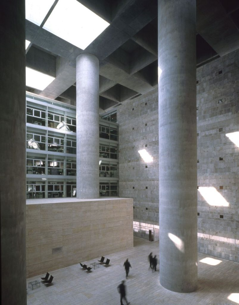 Bankas Granadoje (arch. Alberto Campo Baeza, 2001 m.). Foto: Hisao Suzuki, Fernando Alda, Duccio Malagamba, Alberto Piovano, Roland Halbe.