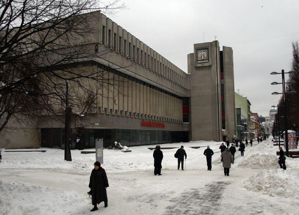 """Pagal architekto Algimanto Sprindžio projektą 1983 metais Laisvės alėjoje pastatyta prabangi universalinė parduotuvė """"Merkurijus"""" Kauno komerciniam pulsui svarbi buvo daugiau nei 2 dešimtmečius. Foto:©PILOTAS.LT"""