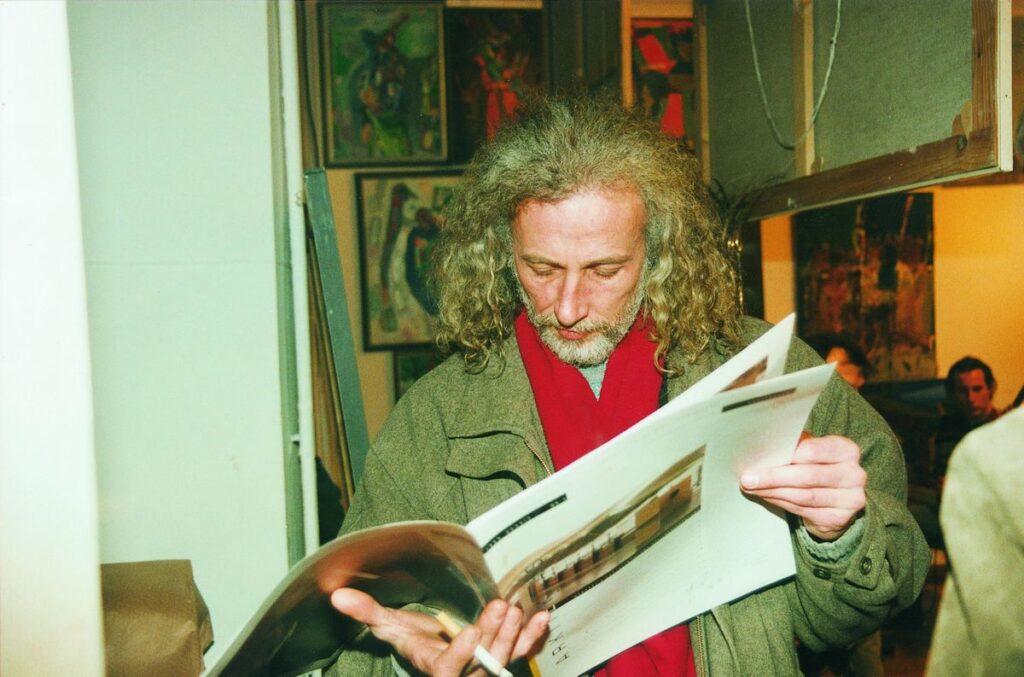 Pirmas lietuviškas architektūros mėnraštis traukė ir menininkus: Gediminas Šibonis. Foto: S.Platūkis, 1996.02.09.