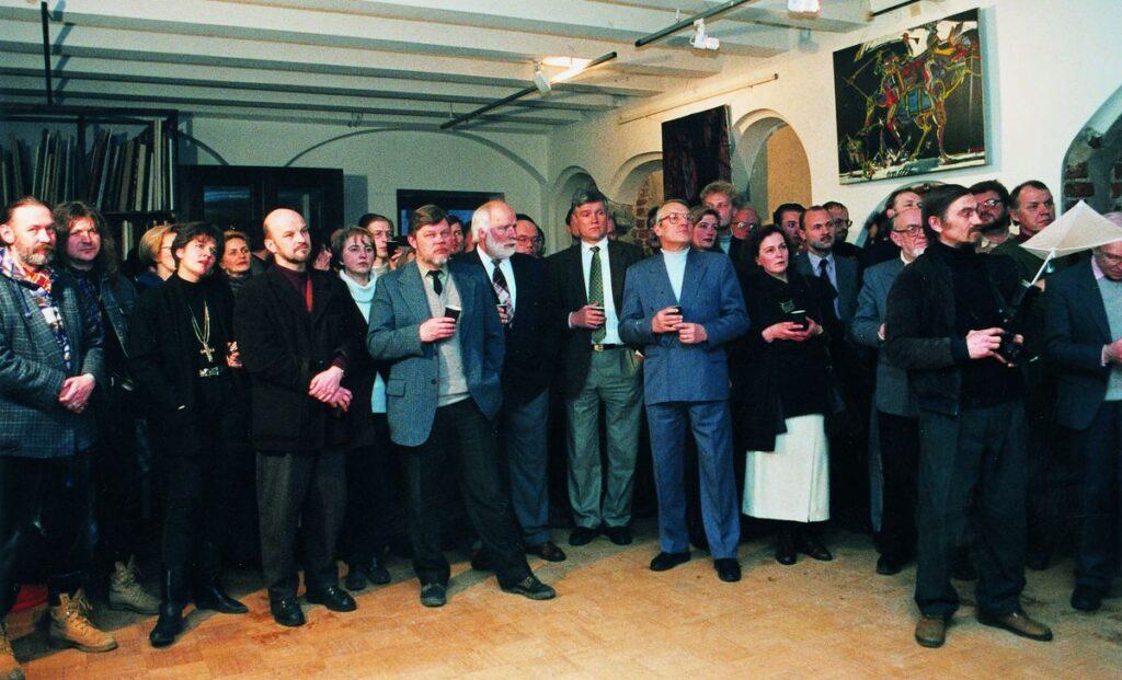 _ Pirmas lietuviškas architektūros mėnraštis tapo bomba architektų bendruomenėje, sulaukęs didelio susidomėjimo. Foto: S.Platūkis, 1996.02.09.