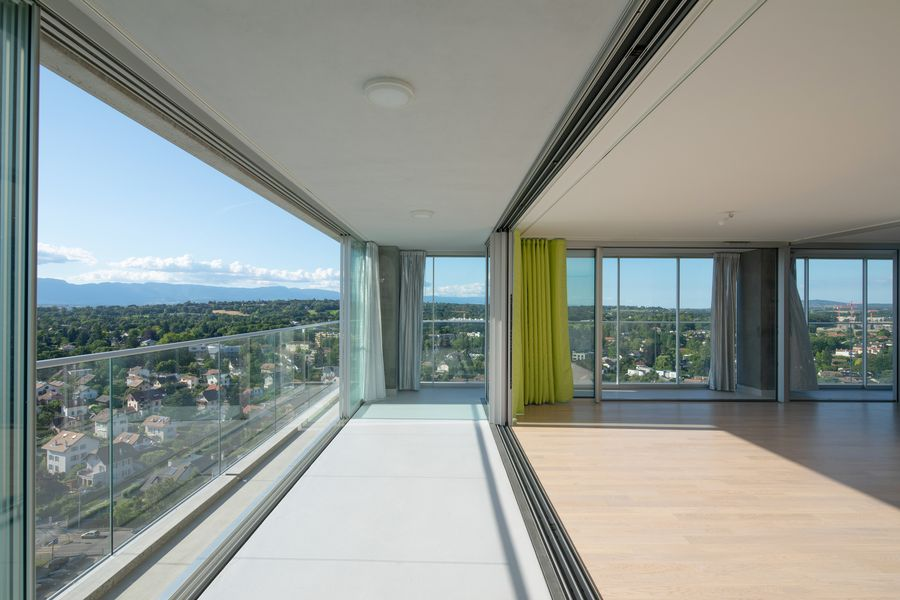 Gyvenamasis ir biurų namas Ženevoje, Šveicarijoje (arch. A.Lacaton, J.P.Vassal). Foto: Philippe Ruault