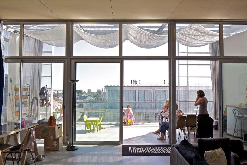 53 socialinių būstų žemaaukštis kompleksas (arch. A.Lacaton, J.P.Vassal). Foto: Philippe Ruault