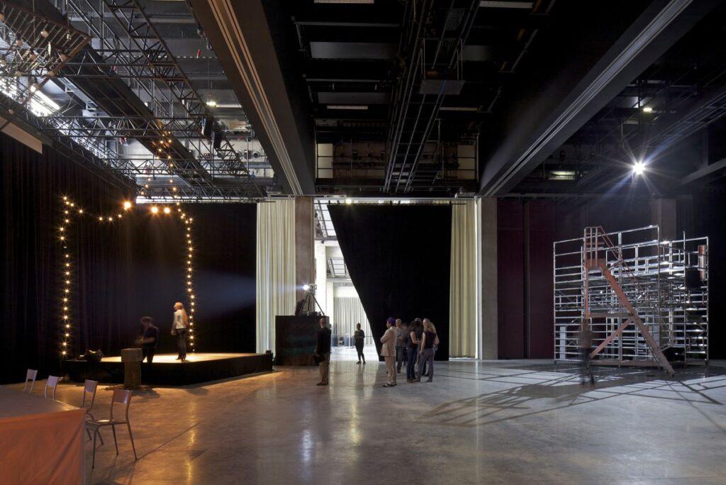 Daugiafunksvinis teatras (arch. A.Lacaton, J.P.Vassal). Foto: Philippe Ruault