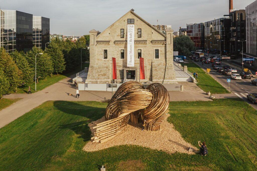 """TAB 2019 eksperimentinė instaliacija """"Steampunk"""" (autoriai """"SoomeenHahm Design"""", Igor Pantic ir """"Fologram""""). Foto: Tõnu Tunnel."""