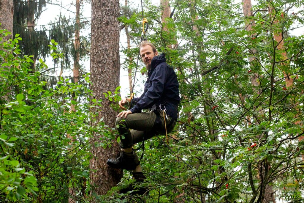 Mindaugas Survila įsitikinęs, kad lietuviai turi dar tikrai unikalių ir vertingų miško lopinėlių, kuriuos norėtųsi išsaugoti. Foto: Andriaus Repšio.