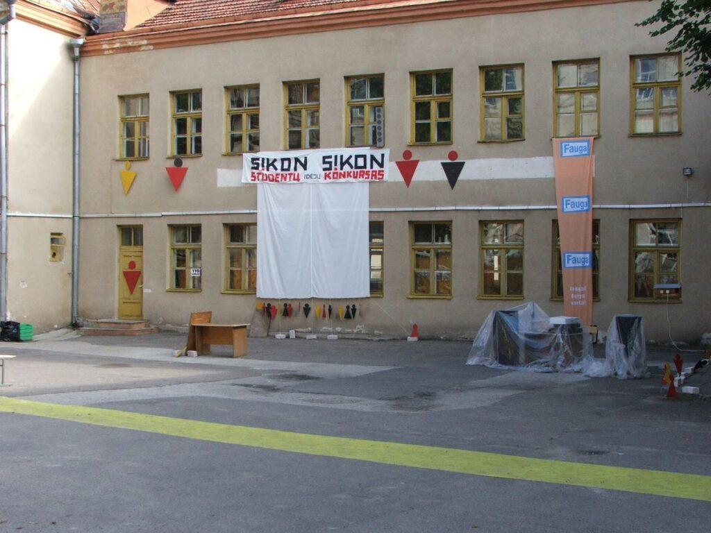 Architektūros Atlantų kiemelis SIKON XVIII metu, 2005. Foto: Architektuomenės Archyvas.