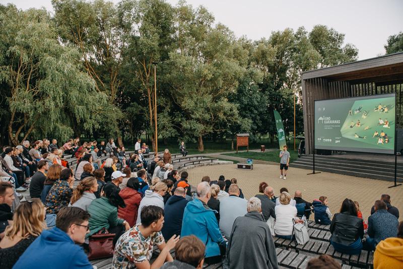 Kino karavanas Gargžduose, 2020 m. Foto: Andrius Kundrotas.