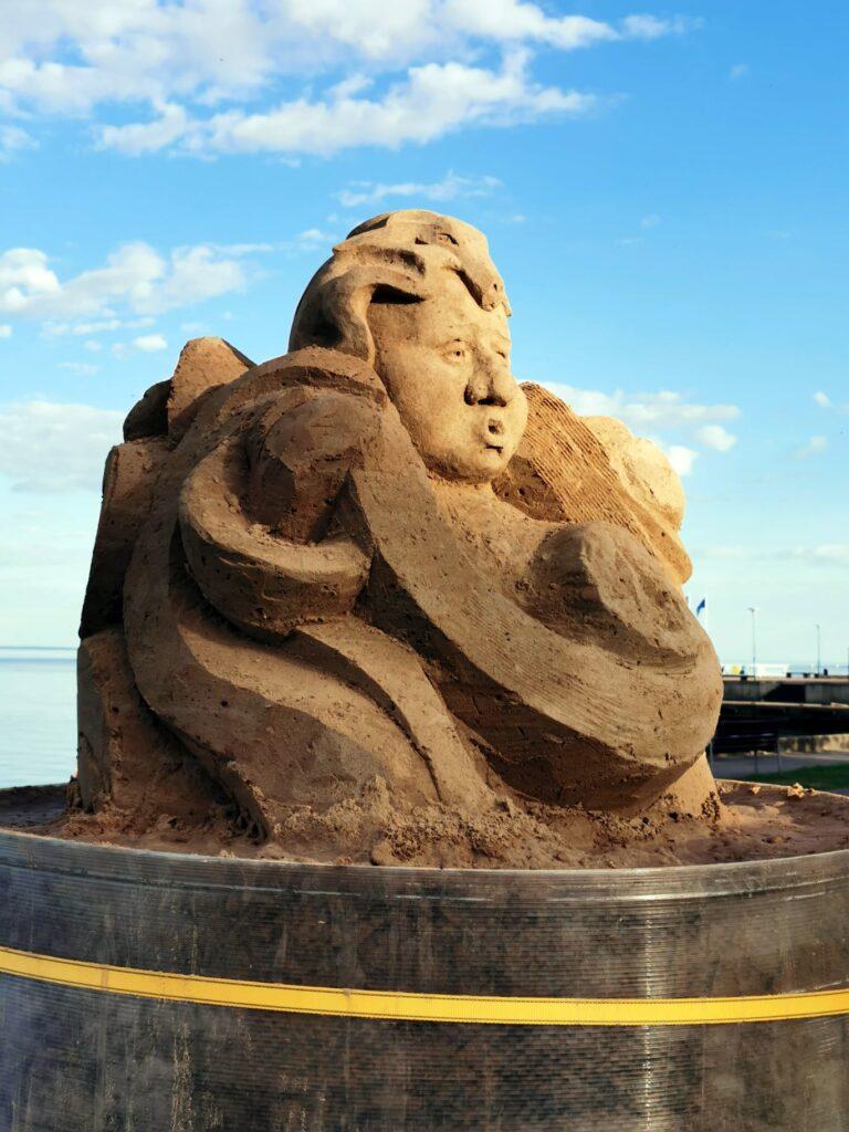 """5-asis Juodkrantės smėlio skulptūrų simpoziumas """"Kuršininkų žemė""""."""