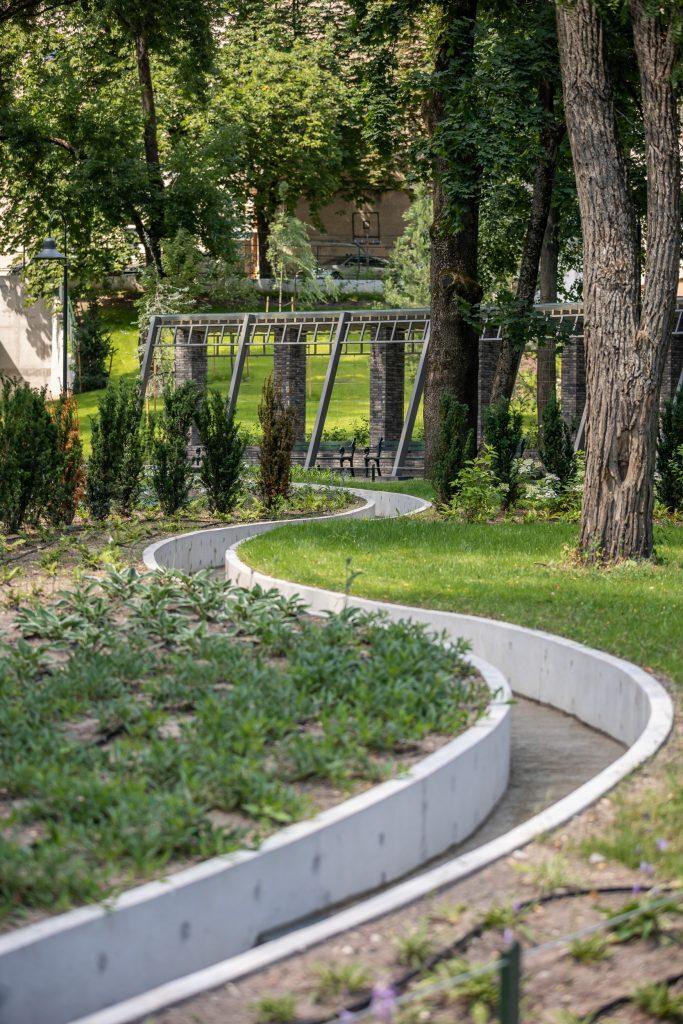 "Reformatų sodas (atnaujinimo arch. J.Večerskytė-Šimeliūnė, ""Vilniaus planas"")."
