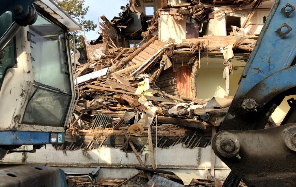 Art deco vilos griuvėsiai jau 11, 5 mėnesio styro be apsaugos nuo atmosferinio poveikio Foto: ©PILOTAS.LT