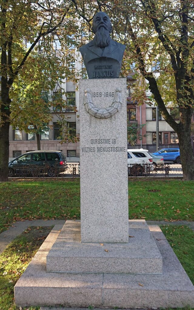 1939 metais Lietuvos skautų iniciatyva Vytauto Didžiojo Karo muziejaus sodelyje, dalyvaujant pačiam M.Jankui, buvo atidengtas paminklinis biustas (skulpt. Bernardas Bučas). Foto: ©PILOTAS.LT