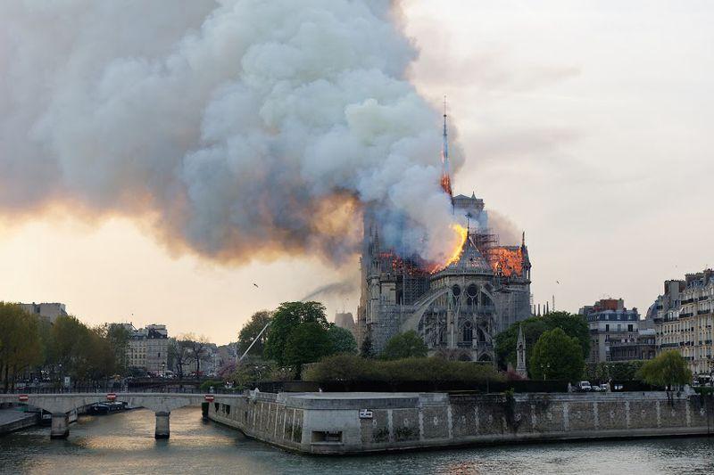 Paryžiaus Dievo Motinos katedros gaisras