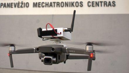 Taršą matuojantis dronas