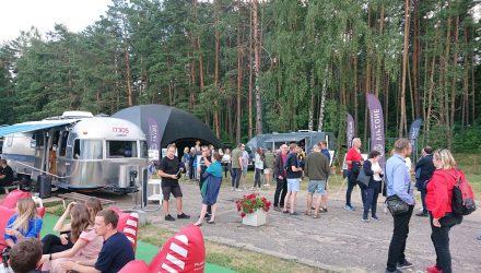 Vakarinė Kauno architektų šventės programos dalis įvyko jachtklube po pušimis. Foto: ©PILOTAS.LT