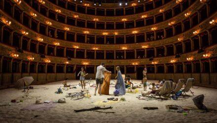 """Saulė ir jūra"" (R.Barzdžiukaitė, V.Grainytė, L.Lapelytė) Romos teatre ""Teatro Argentina""."