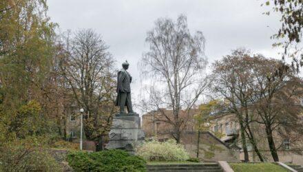 Petro Cvirkos paminklas